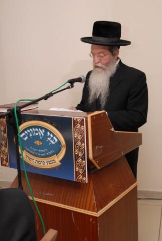 הגאון רבי אברהם אליהו וואזנר מקריא את המכתב המיוחד ששלח אביו פוסק הדור מרן הגר''ש וואזנר שליט''א לכבוד המעמד