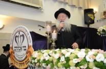 הגאון רבי זושא הורוביץ רב קהילות החסידים אלעד נושא דברים
