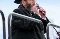 """הרב זאב שיין מנהל 'בני אמונים' בארה""""ב נושא דברים"""