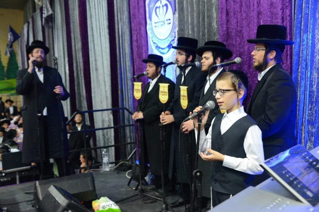 מקהלת מלכות עם ילד הפלא ארי רייך
